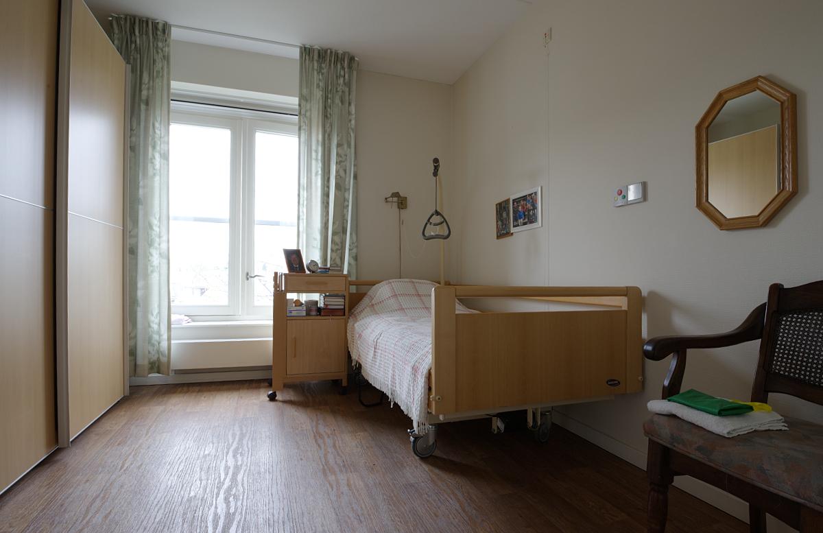 De slaapkamer van een van de appartementen