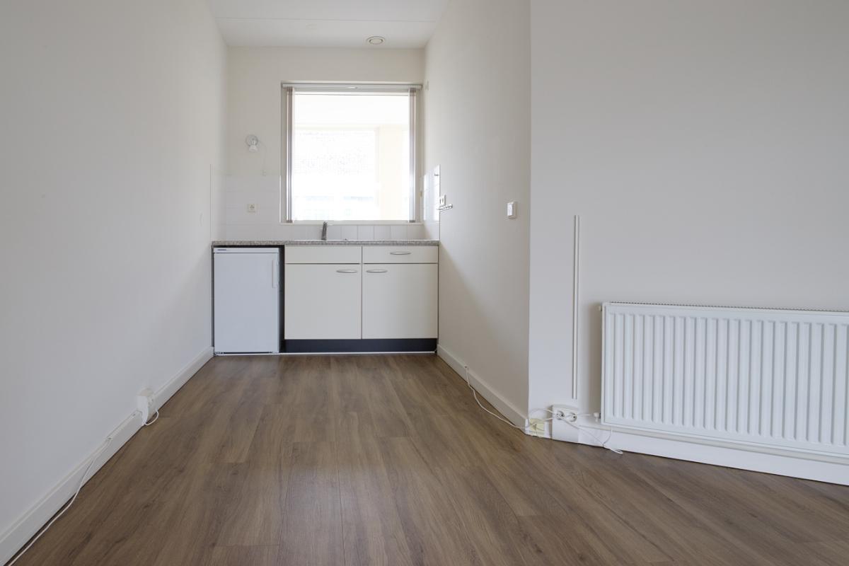 Het keukenblok van het appartement.