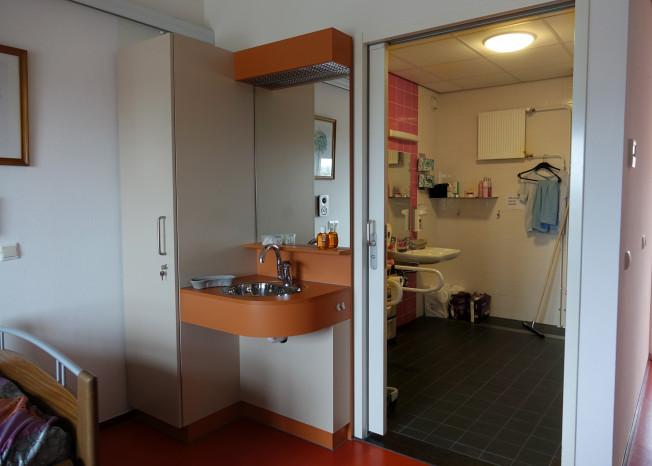Badkamer van bewoner van zorglocatie Elim in Putten