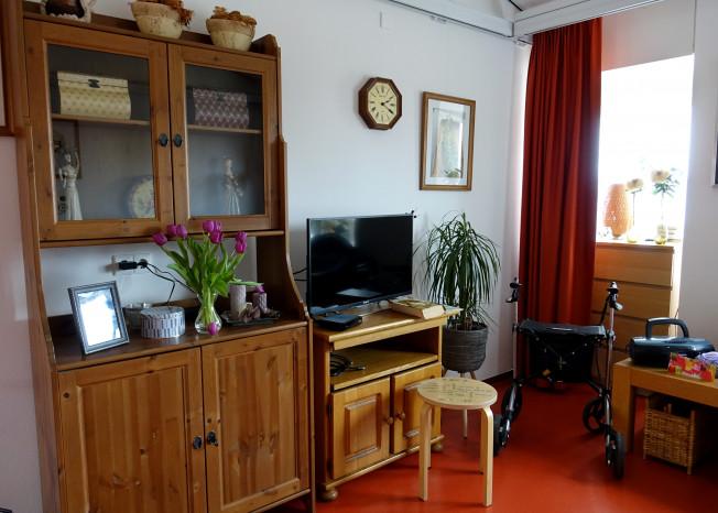 Meubels in kamer van bewoner van zorglocatie Elim in Putten