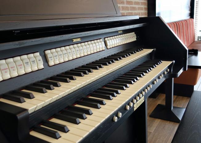 Orgel in zorglocatie Elim in Putten.