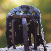 Kruk en mantel: symbool voor Hospice Jasmijn